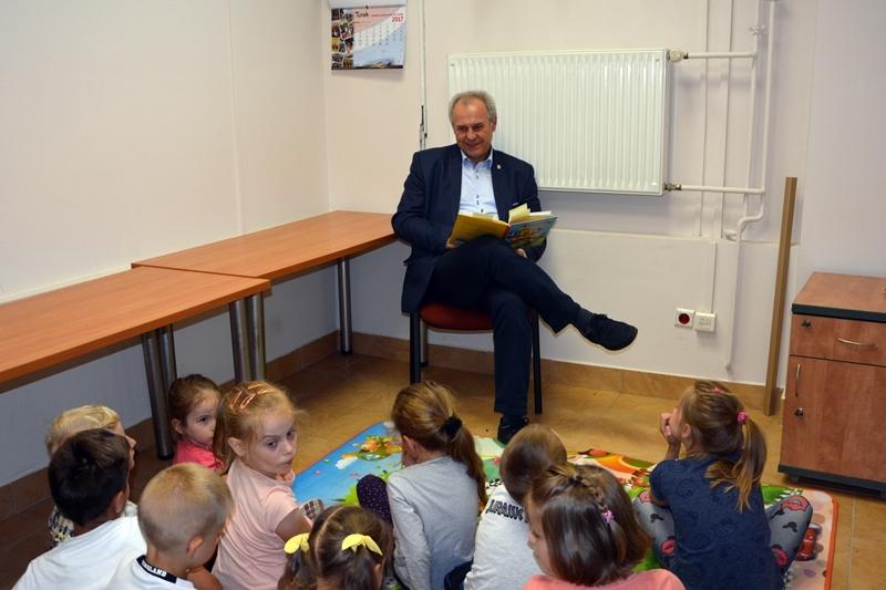 Czytaj więcej o: Przez cały tydzień czytali dzieciom